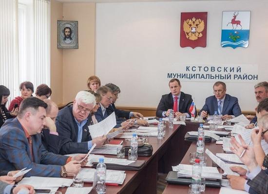 Восемь депутатов проиграли всуде СМИ вНижегородской области