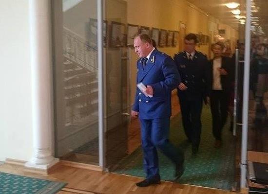ЗС однако  согласовало кандидатуру Денисова надолжность обвинителя  региона