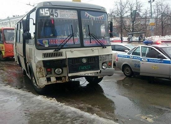 Вцентре Нижнего столкнулись три пассажирских автобуса