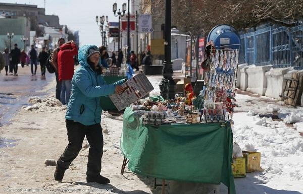Чиновники прошлись поБольшой Покровской срейдом против незаконной торговли