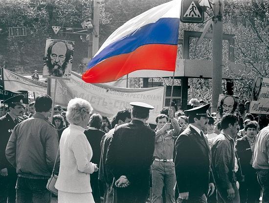 Тридцать лет назад, впервые выйдя с российским флагом на улицу в Горьком, демонстранты оказались под судом