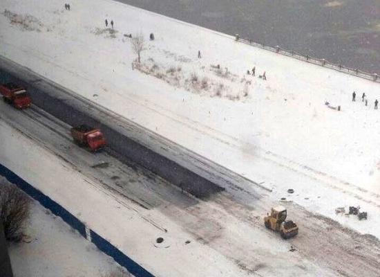 asfalt_v_sneg В Нижнем Новгороде кладут асфальт поверх снега - Zercalo.org